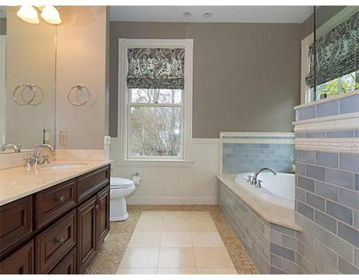 10-Waverley-Ave–Main-Bathroom-739